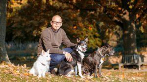 Hundetrainer Christian Niemand und das Team der Hundeschule